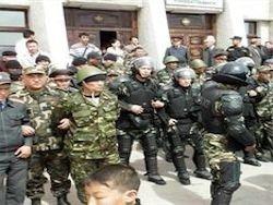 В Киргизии спецназ оцепил село, где укрывался Бакиева