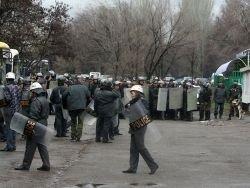Сторонники Бакиева захватили здание администрации области
