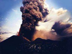 Ники Лауда удивлен массовым психозом из вулкана