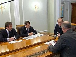 Путин: россиянам нужно помочь визами и транспортом