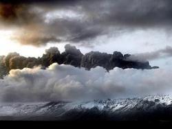 Врачи рассказали, чем опасен вулканический пепел