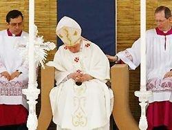 Папа Римский заснул во время мессы на Мальте