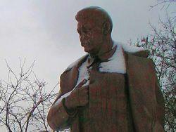 Памятник Сталину в Запорожье будут охранять ветераны спецслужб