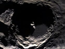 Лунные кратеры оказались гигантскими батарейками