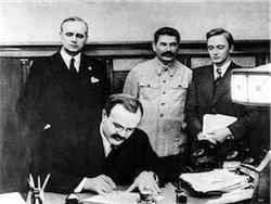 КПРФ требует от Госдумы одобрить пакт Молотова-Риббентропа