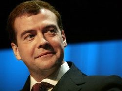 Медведев подписал закон о страховании