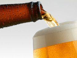 Светлое пиво защищает кожу от солнечных лучей.
