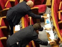 В Госдуме один депутат голосует за пятерых: зачем оно?
