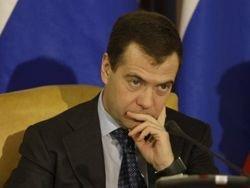 Путин поделится полномочиями с Медведевым