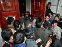 Семьи российских дипломатов эвакуируют из Оша