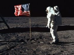 NASA будет отправлять фото всех желающих в космос