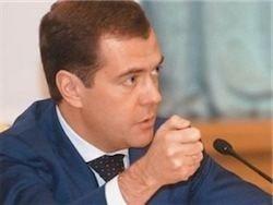 Медведев распорядился направить гуманитарную помощь в Киргизию