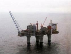 На Каспии и Сахалине начата проверка нефтяных платформ