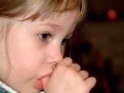 Британских детей отучат сосать пальцы