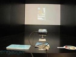 Первый андроидофон с проектором выйдет в июле