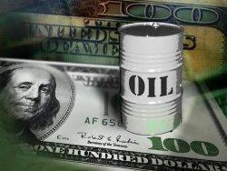 Слабеющий доллар помогает нефти вырасти в цене