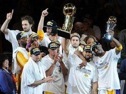 "\""Лос-Анджелес Лейкерс\"" стали чемпионами НБА"