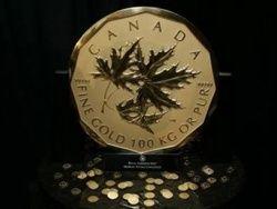 В Канаде отчеканили 100-килограммовую золотую монету