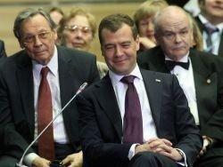 """Медведев может возглавить попечительский совет \""""Сколково\"""""""