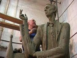 В Иванове памятник шансоньеру разделил общество