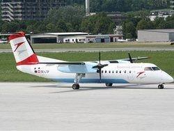 В Австрии самолет сел после отказа двигателя