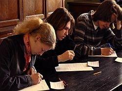 Абитуриенты смогут подавать документы только в 5 вузов