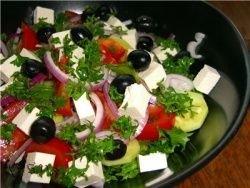 На  Крите приготовили салат весом 12 тонн