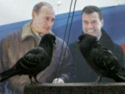 Медведев и Путин: Уколы и подсечки