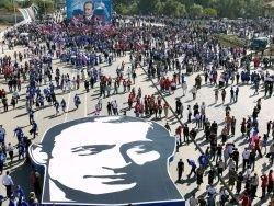 Почему россияне ненавидят власть, но поддерживают ее