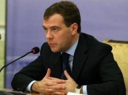 Медведев поручил утвердить список важных лекарств