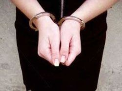 За избиение милиционера жительницу Сахалина отдали под суд