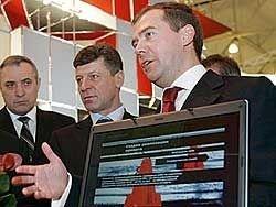 Медведев будет следить за выполнением указов
