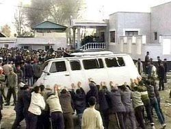 Атамбаев: Беспорядки направлены на срыв референдума