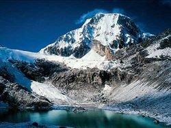В Перу красят горы в белый цвет
