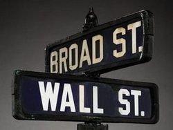 Дорожный указатель с Уолл-стрит продан с аукциона
