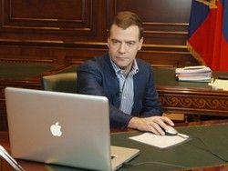 Медведев привезет из США обещание  инвестиций и iPhone