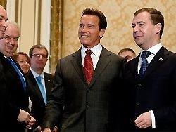 Медведева дотянули до Шварценеггера