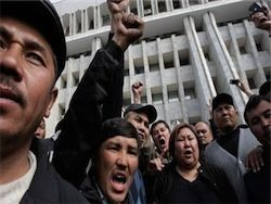 Медведев: РФ не будет направлять миротворцев в Киргизию