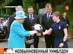 Королева Елизавета вышла на теннисный корт