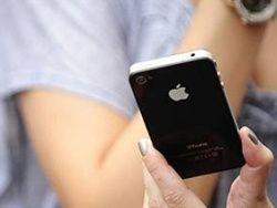 Джобс посоветовал левшам с iPhone 4 сменить руку