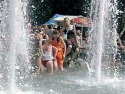 От жары в Москве пострадают около 300 человек