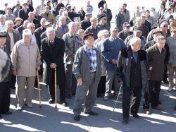 Полиция удержала румынских пенсионеров от штурма
