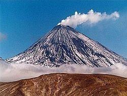 На Камчатке начал извергаться вулкан Горелый