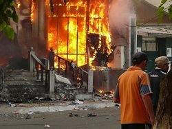 Почти 1400 жилых домов сожжены в Киргизии