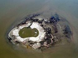 Нефтяное пятно ломает жизни