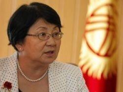 Отунбаева тайно проголосовала на референдуме