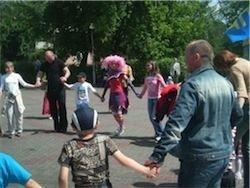Россияне стали меньше ценить любовь, но больше - семью