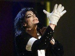 За перчатку Майкла Джексона заплатили 190 тысяч