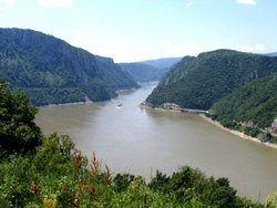 Вода может прорвать плотину на Дунае
