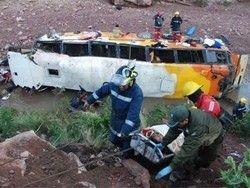 В Боливии рухнул в пропасть автобус: 28 погибших
